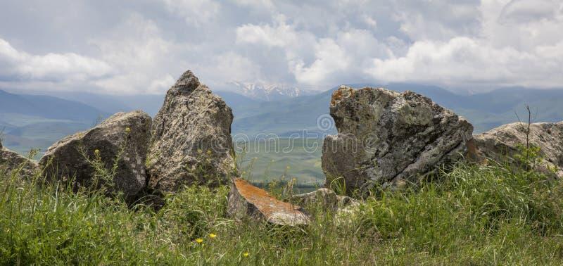 Den armenierStonehenge platsen kallade Karahunj royaltyfri foto