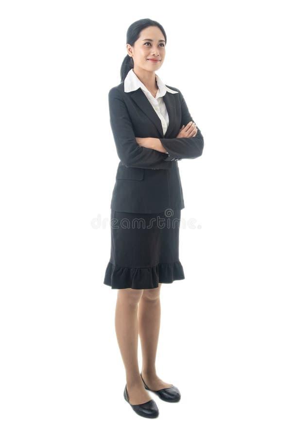 Den asiatiska härliga smarta och unga affärskvinnan är ledaren eller chefen som tänker på isolerad vit bakgrund royaltyfria foton