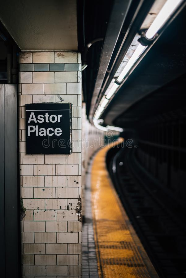 Den Astor Place g?ngtunnelstationen, i Manhattan, New York City royaltyfri fotografi