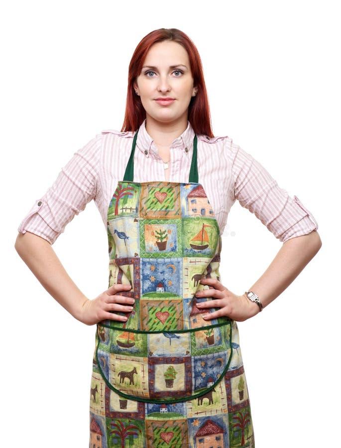 Den attraktiva ladyen i förkläde, ordnar till för att laga mat! arkivfoton