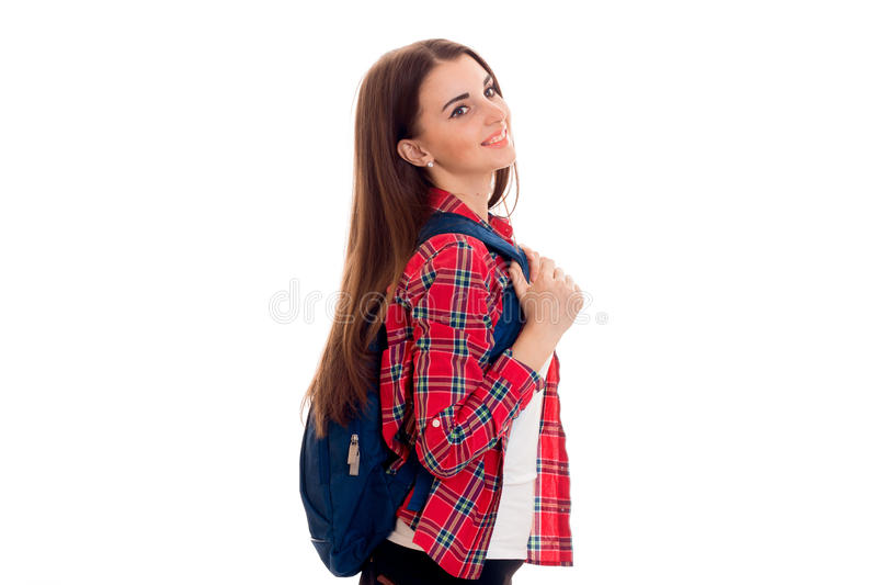 Den attraktiva unga brunettstudentflickan med blått vandrar isolerat på vit bakgrund arkivbild