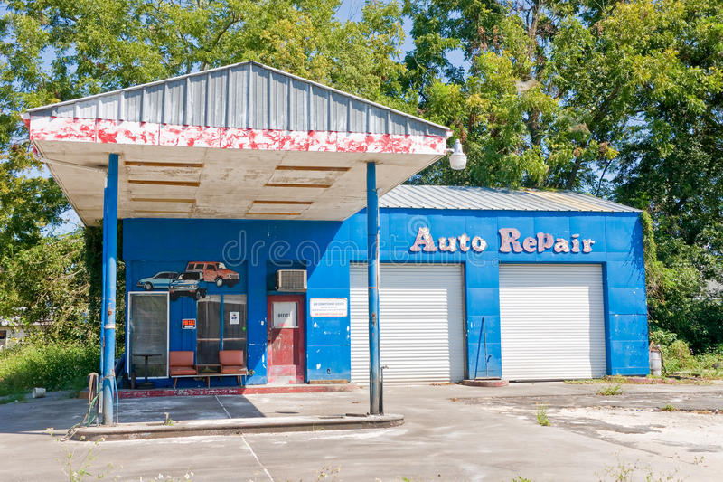 den auto reparationen shoppar royaltyfri fotografi