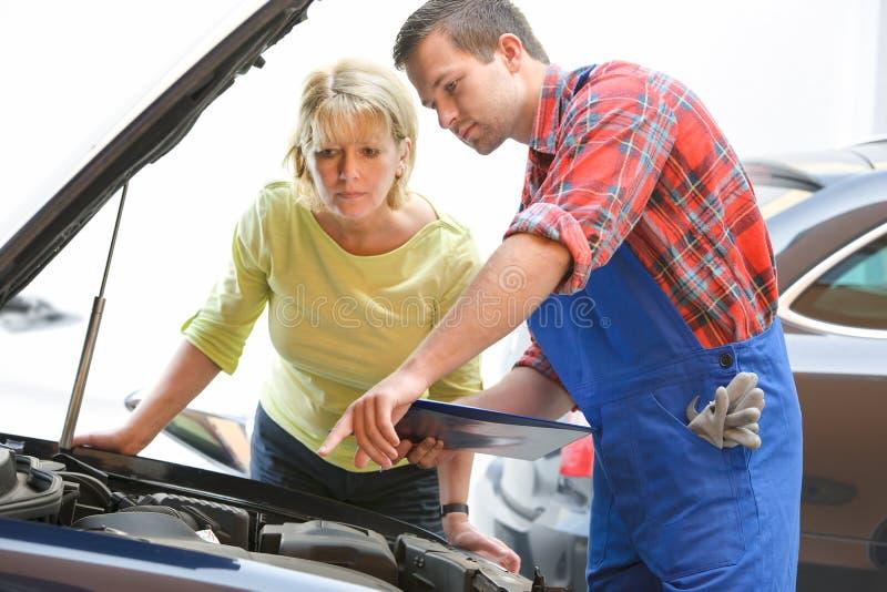 Den auto reparationen shoppar royaltyfria foton
