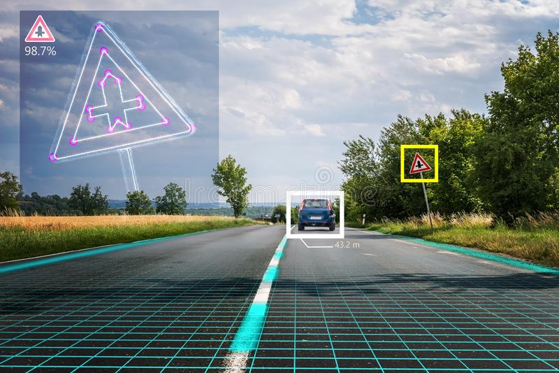 Den autonoma själv-körande bilen känner igen vägmärken Datorvision och begrepp för konstgjord intelligens