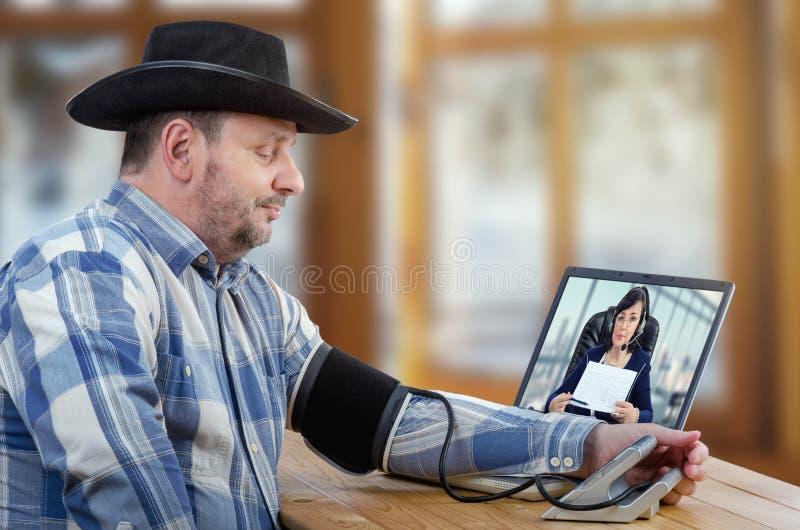 Den avlägsna patienten led högt blodtryck fotografering för bildbyråer