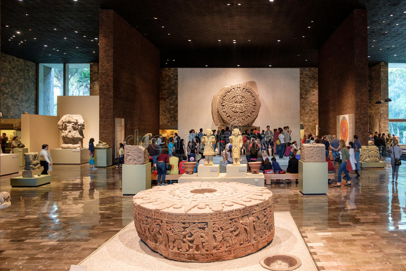 Den Aztec kalendern eller stenen av solen på det nationella museet av antropologi i Mexico - stad arkivbild