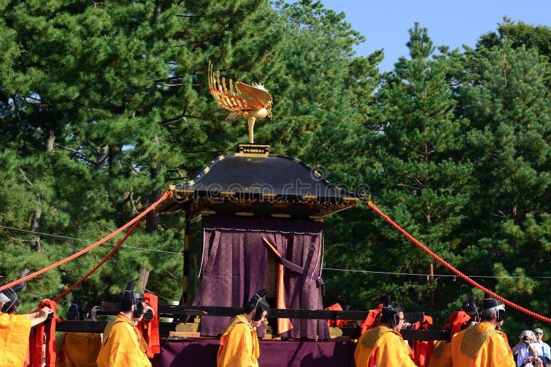 Den bärbara relikskrin på Jidai Matsuri ståtar, Japan fotografering för bildbyråer