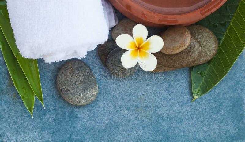 Den bästa sikten av brunnsorten anmärker för kopplar av massage royaltyfria foton