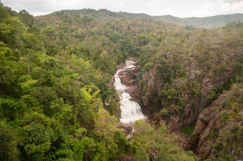 Den bästa sikten, passagen av den Tad Huang Waterfall floden beskådade Tropiskt skoglandskap för landskap Rekvisitan av de två lä arkivbilder