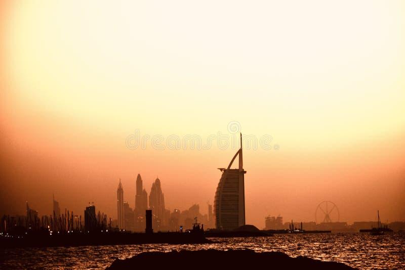 DEN BÄSTA SOLNEDGÅNGEN SOM DU SKA SE I DUBAI fotografering för bildbyråer