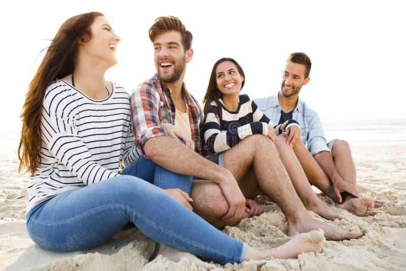 Den bästa sommaren är med vänner royaltyfri bild