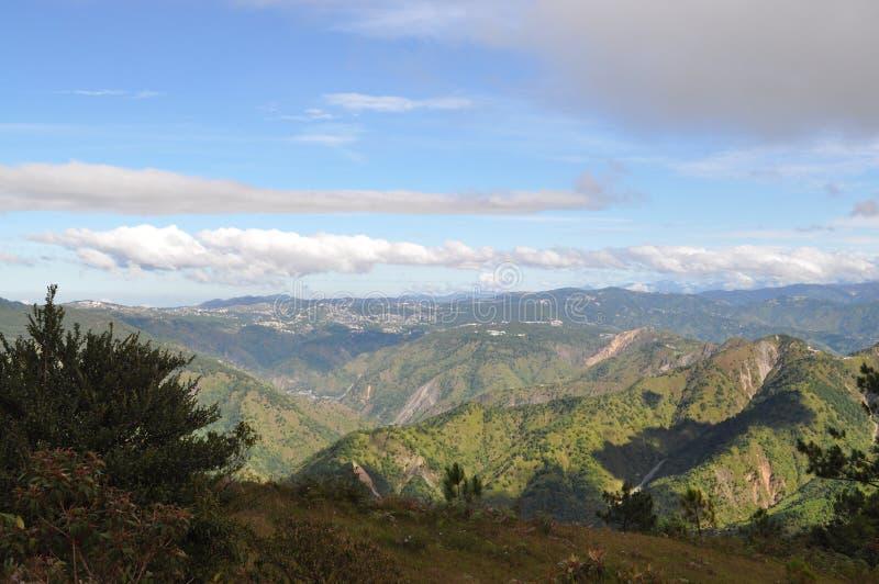 Den Baguio staden, den höga middagen för den Baguio, Baguio staden, den Baguio staden beskådade fommonteringen Ulap, monteringen  arkivfoton