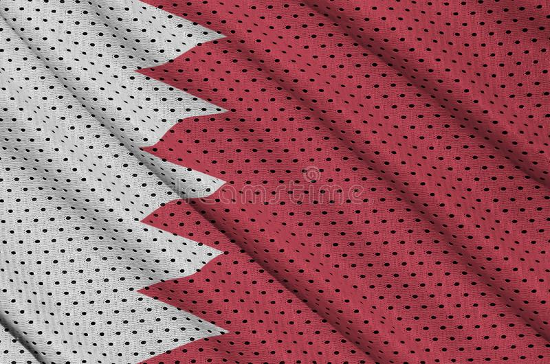 Den Bahrain flaggan skrivev ut på ett tyg för ingrepp för polyesternylonsportswear arkivfoto