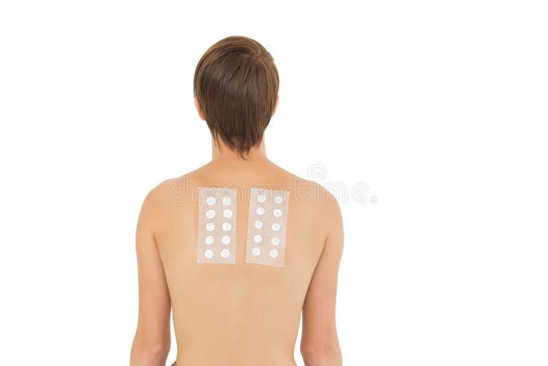 Den bakre sikten av naken kvinnabaksida med förbinder royaltyfria foton