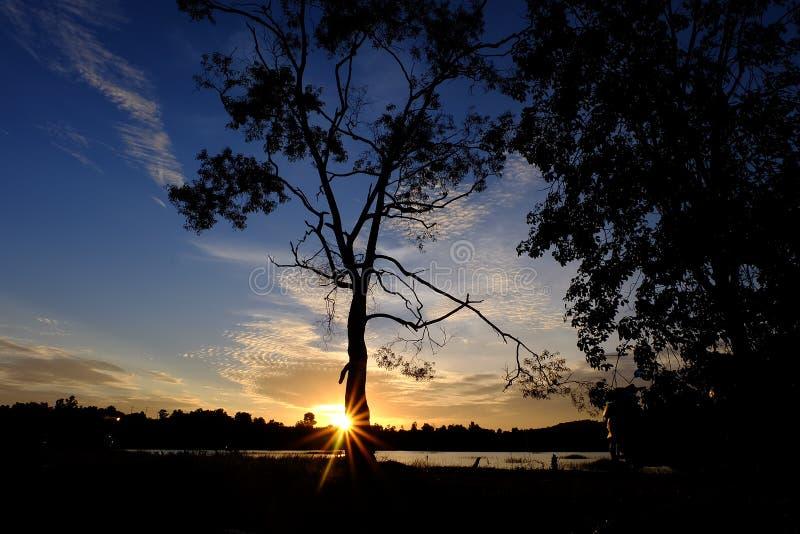 den balatonhungary laken gör fotosolnedgång royaltyfri foto