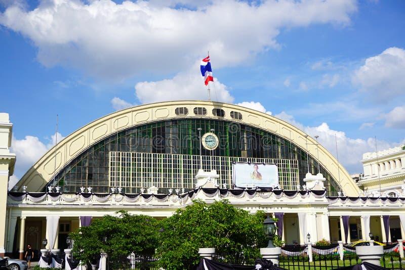 Den Bangkok järnvägsstationen Hua Lamphong byggs i 1916 i en italiensk Neo-renässans stil royaltyfri foto