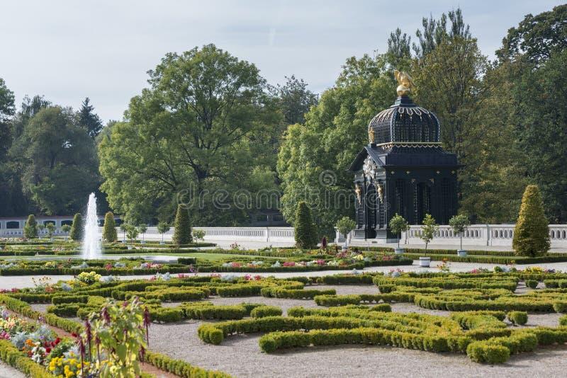 Den barocka paviljongen i Branicki arbeta i trädgården, Bialystok, Polen arkivbild