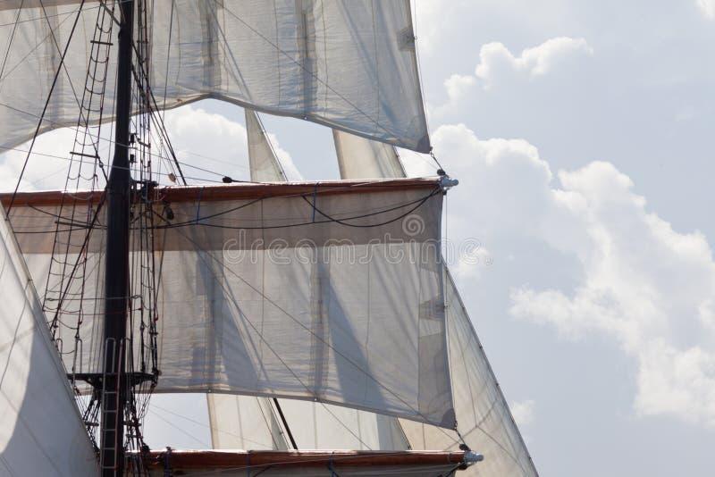 Den Barquentine yachten seglar och riggingbakgrund arkivfoto