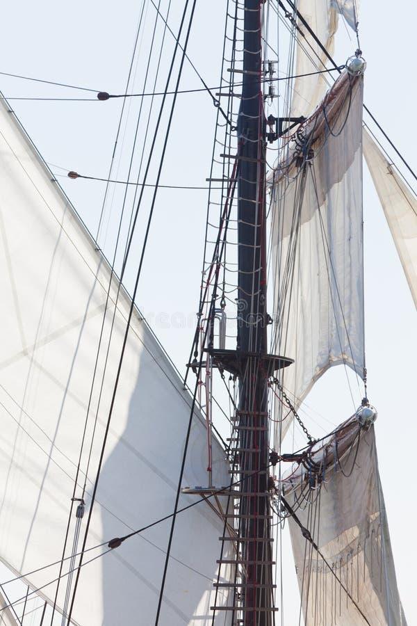 Den Barquentine yachten seglar och riggingbakgrund arkivbild