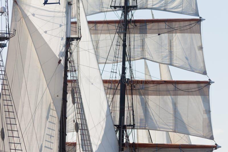Den Barquentine yachten seglar och riggingbakgrund fotografering för bildbyråer