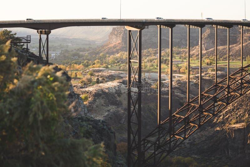 den base bron faller den populära idaho banhoppningperrinen kopplar samman royaltyfri fotografi