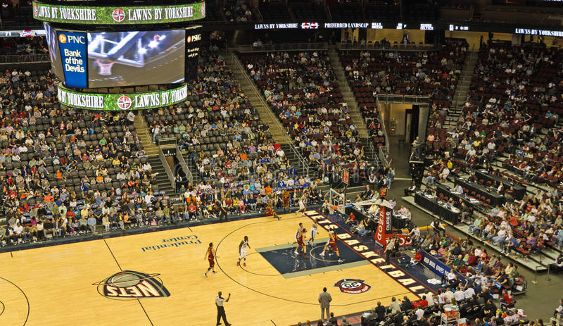 den basketcavalierscleveland leken förtjänar nj vs arkivfoton