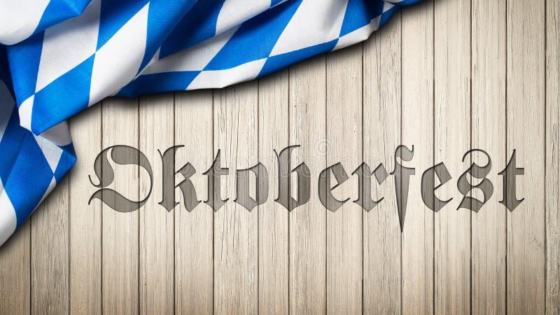Den bayerska bordduken på en träbakgrund med som ut snidas, uttrycker Oktoberfest arkivfoto