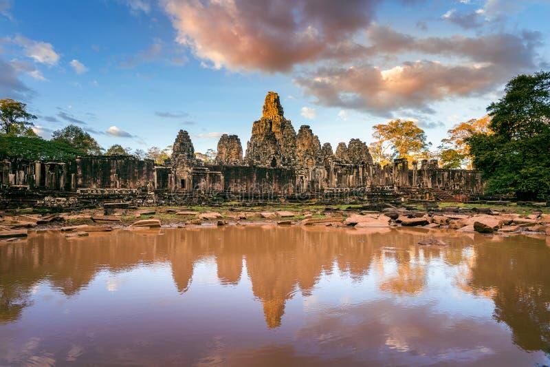 Den Bayon templet med den jätte- stenen vänder mot, Angkor Wat, Siem Reap, Cambodja arkivfoto