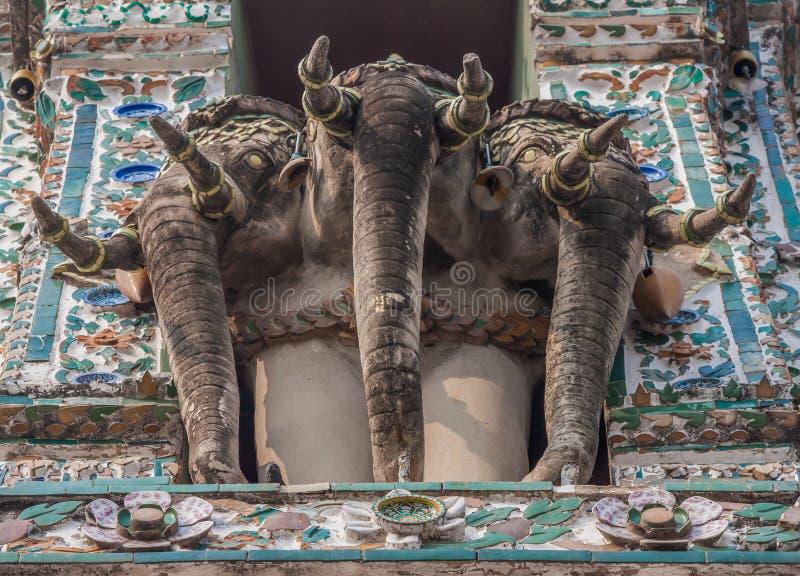 Den bedöva Wat Arun relikskrin i Bangkok, Thailand arkivbild