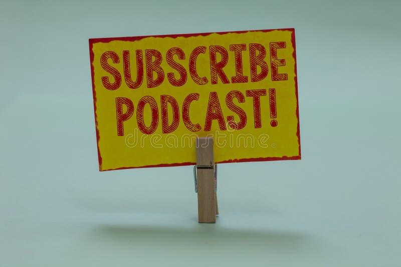 Den begreppsmässiga handhandstilvisningen prenumererar Motivational appell för Podcast Affärsfototext gör ett abonnemang direktan arkivfoton
