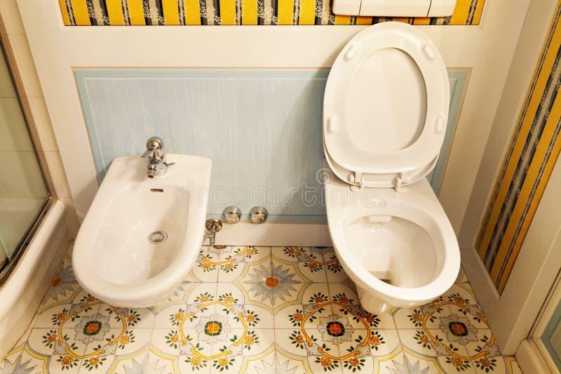 Toalett och bidé royaltyfria bilder