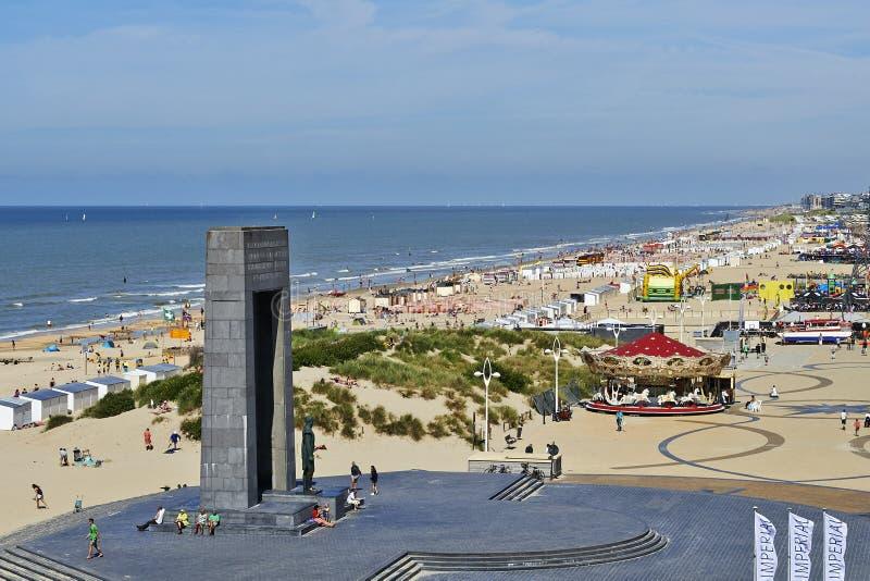 Den belgiska kusten i sommar på De Panne, Belgien arkivbilder