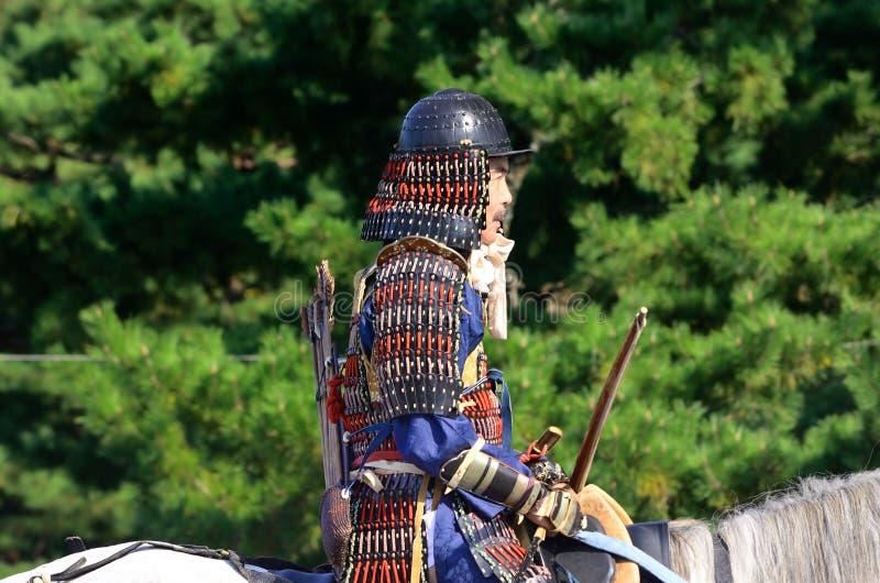 Den bepansrade samurajkrigaren på Jidai Matsuri ståtar, Japan royaltyfria foton
