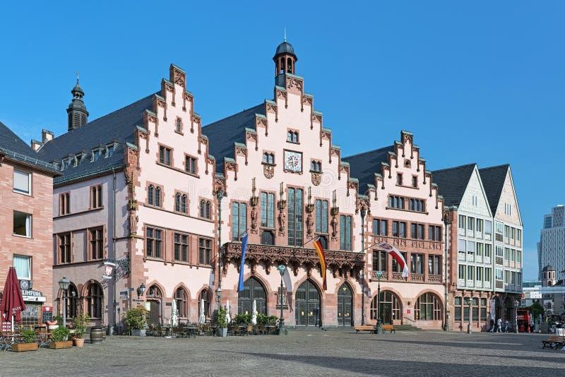 Den berömda östliga fasaden av Romer i Frankfurt - f.m. - strömförsörjning, Tyskland arkivfoton