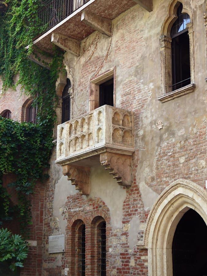 Den berömda balkongen i hemmet av Jullieta arkivbild