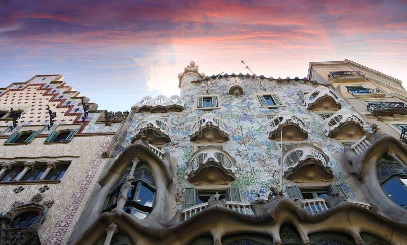 Den berömda casaBattlo byggnaden planlade vid Antonio Gaudi i Barcelona royaltyfri fotografi