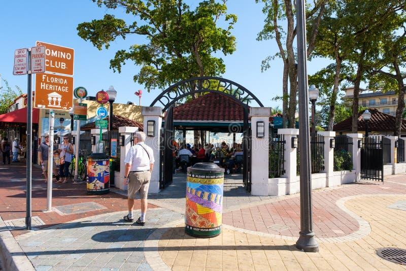 Den berömda dominobrickan parkerar på den 8th gatan i den lilla havannacigarren, Miami fotografering för bildbyråer