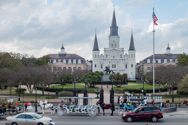 Den berömda Jackson Square och Sten Louis Cathedral royaltyfria foton