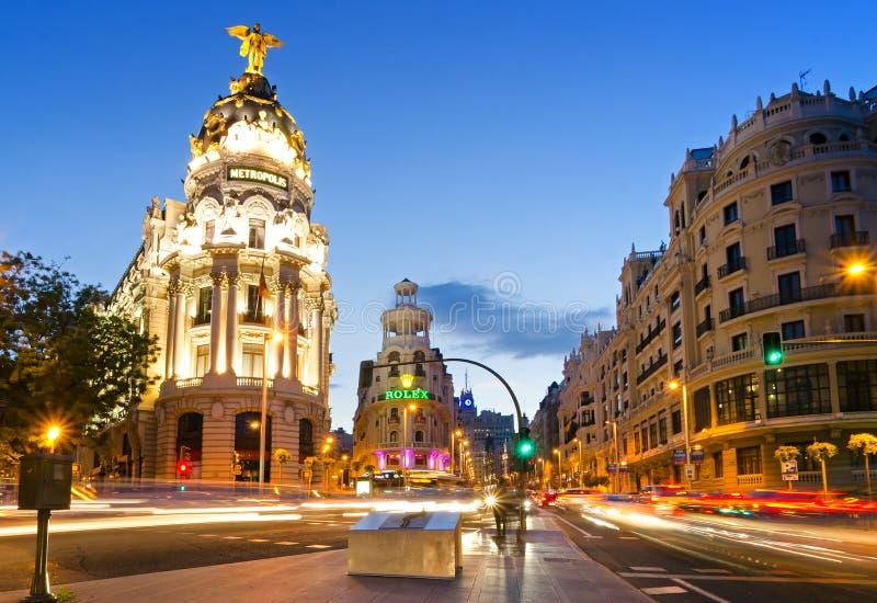 Den berömda metropolisbyggnaden av Gran via, Madrid royaltyfria bilder