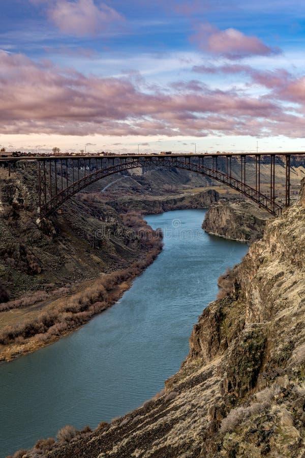 Den berömda Perrine bron nära Twin Falls Idaho med Snaket River royaltyfria foton