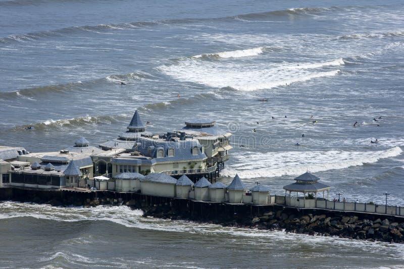Den berömda restauranglaen Rosa Nautica på Lima i Peru royaltyfri foto