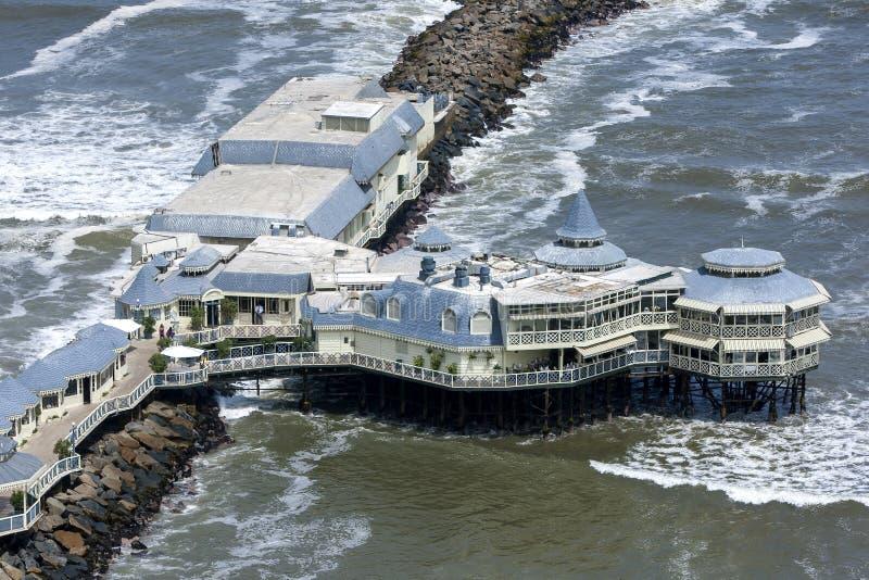 Den berömda restauranglaen Rosa Nautica på Lima i Peru arkivbilder