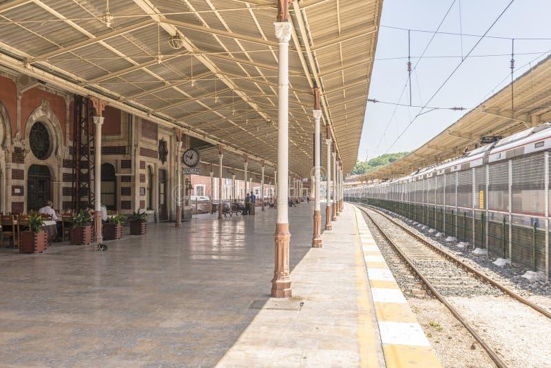 Den berömda stationen Orient för uttryckligt drev och i Istanbul royaltyfria foton