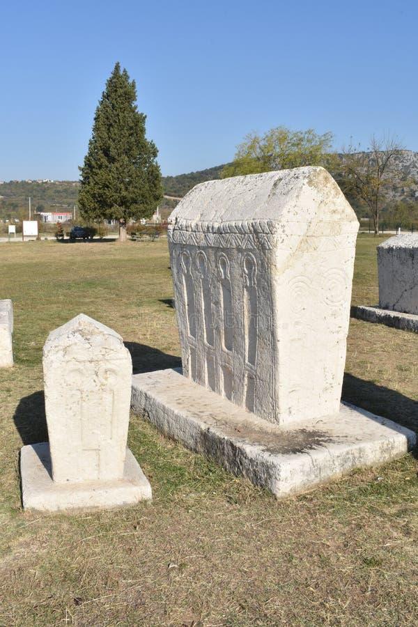 Den berömda steccien i Radimlja den medeltida nekropolen arkivfoto