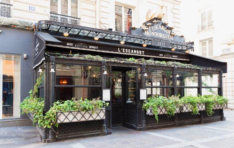 Den berömda traditionella bistrosnigeln, Paris, Frankrike arkivfoton