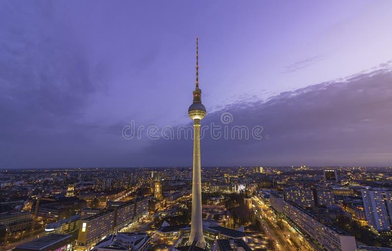 Den Berlin TV:N står hög arkivfoto