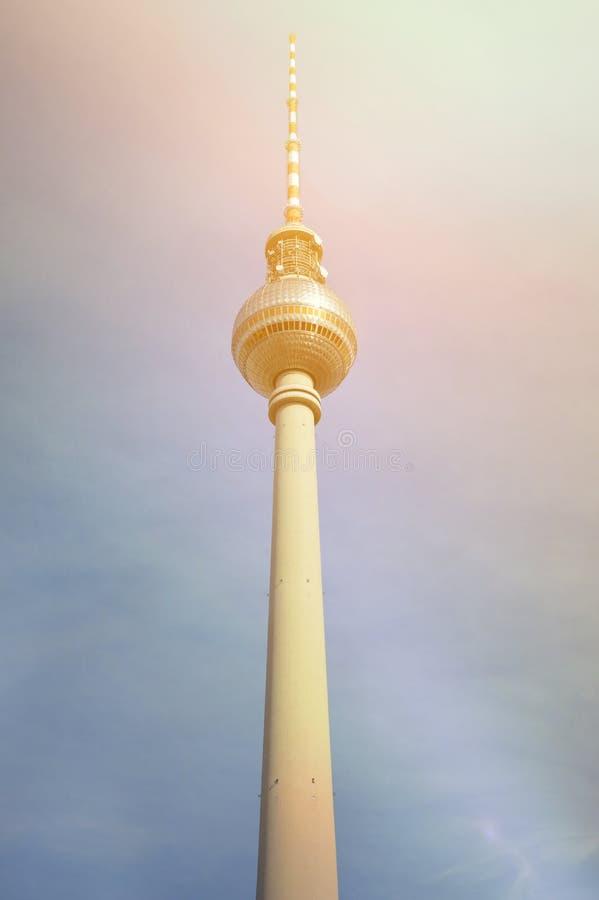 Den Berlin TV:N st?r h?g royaltyfri fotografi