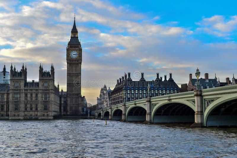 Download Den Big Ben Och Westminster Bron I London Fotografering för Bildbyråer - Bild av bricked, flod: 37348617
