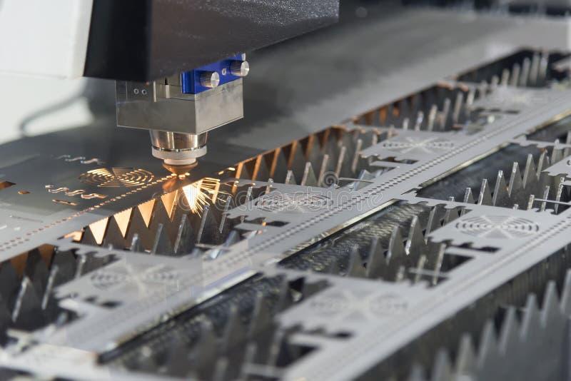 Den bitande maskinen för fiberlaser royaltyfri bild