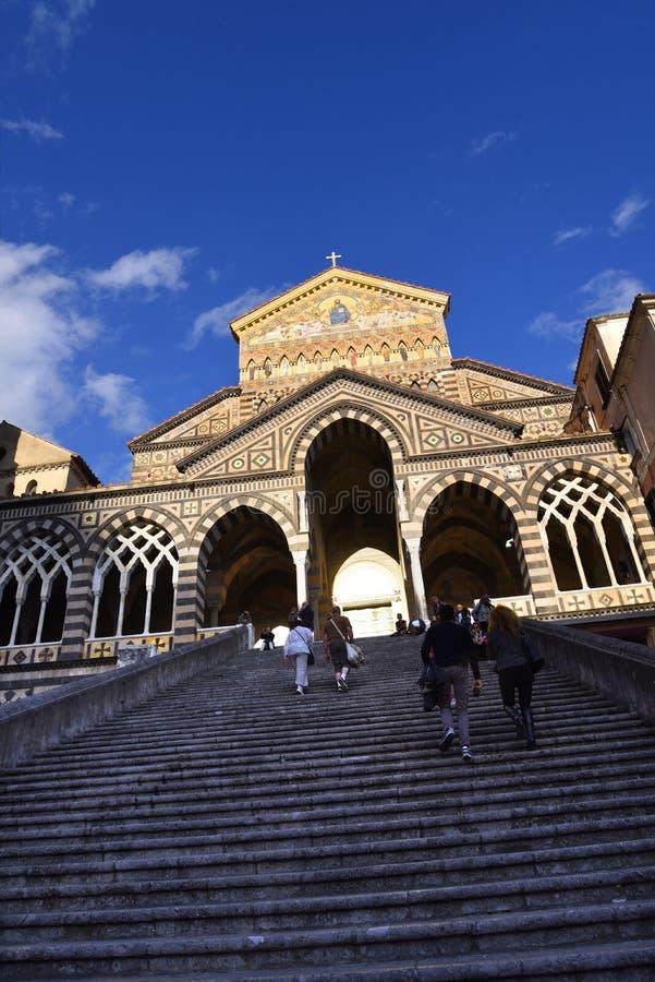 Den blänka domkyrkan för St Andrew ` s i Amalfi arkivbilder